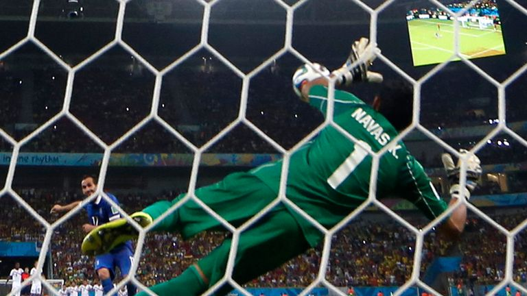 Keylor Navas: Crucial save from the spot