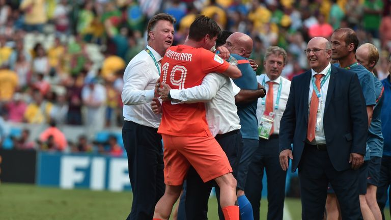 Klaas-Jan Huntelaar celebrates with Louis van Gaal after the victory over Mexico