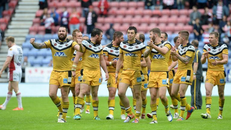 Castleford Tigers' players celebrate their win against Wigan Warriors
