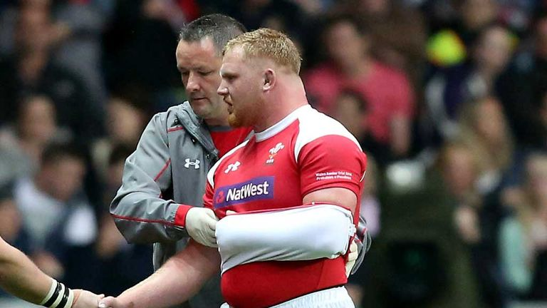 Samson Lee exits with his arm in a sling after injury on Friday