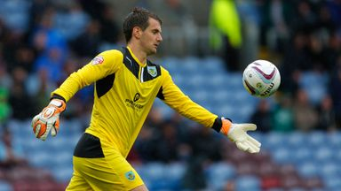 Tom Heaton: Burnley goalkeeper set for talks over new deal
