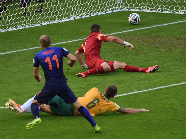 Arjen Robben fires the Dutch into the lead