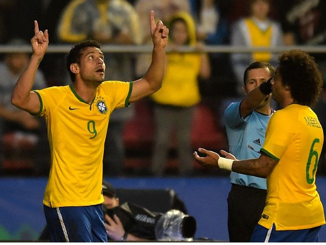 Fred (l) celebrates his winner for Brazil