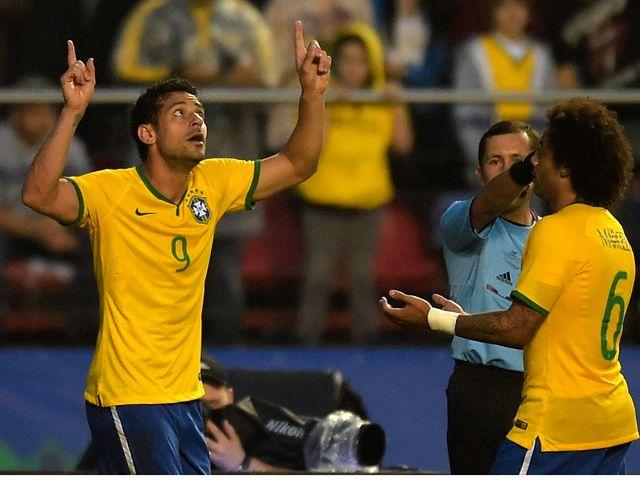 Fred (l) celebrates his winner for Brazil