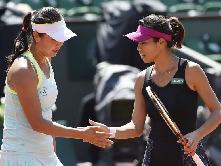 Shuai Peng (l) and Su-Wei Hsieh en route to victory in Paris