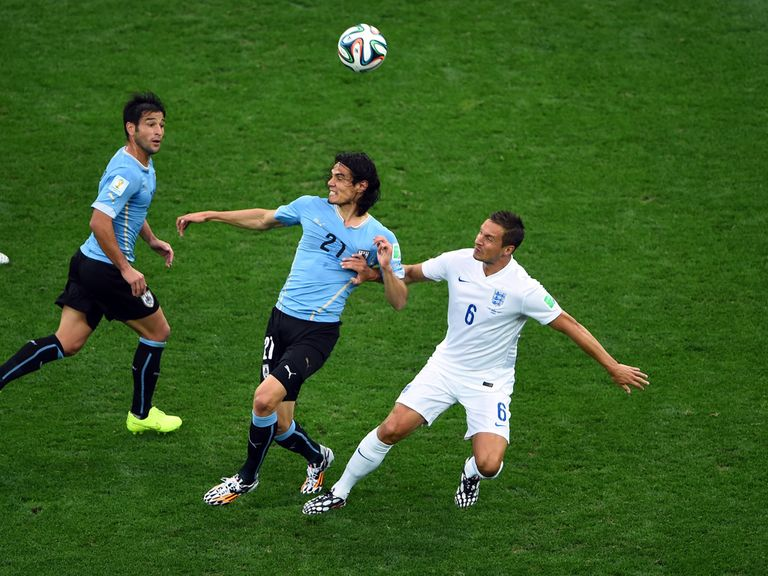 Edinson Cavani fights off the attentions of Phil Jagielka