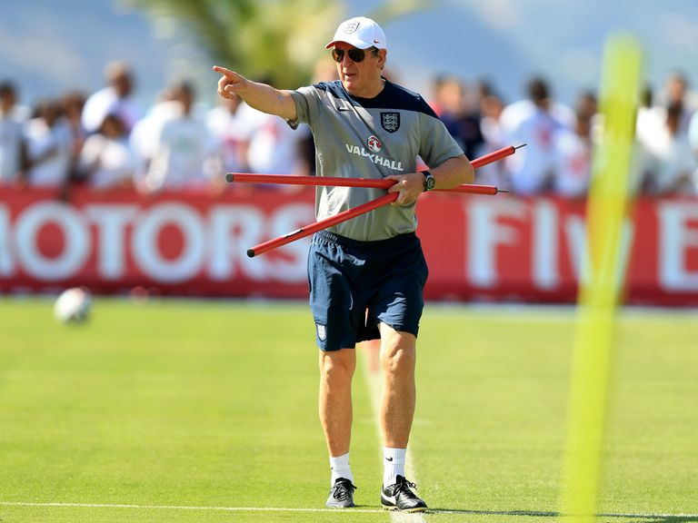 Roy Hodgson oversees England training in Rio