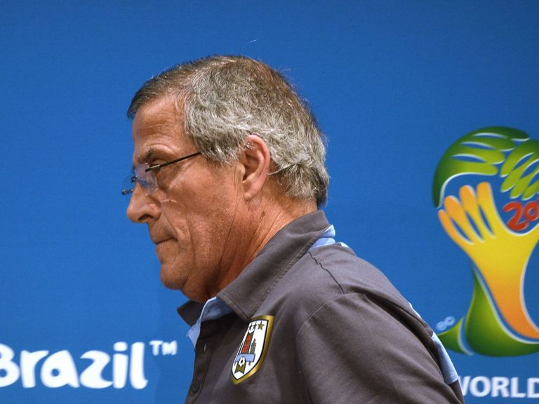 Oscar Tabarez leaves Friday's press conference