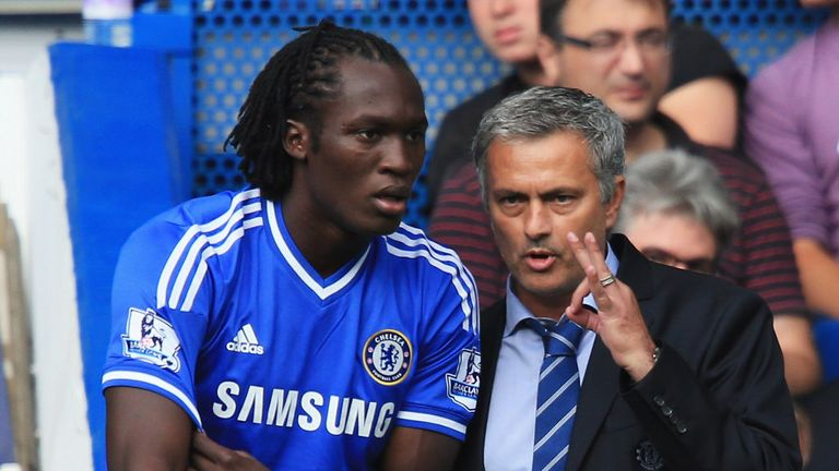 Mourinho issues instructions to Lukaku ahead of a rare Chelsea appearance