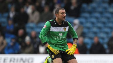 Paddy Kenny: Adds experience to Oldham squad