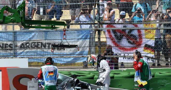 Lewis Hamilton crashes out of qualifying