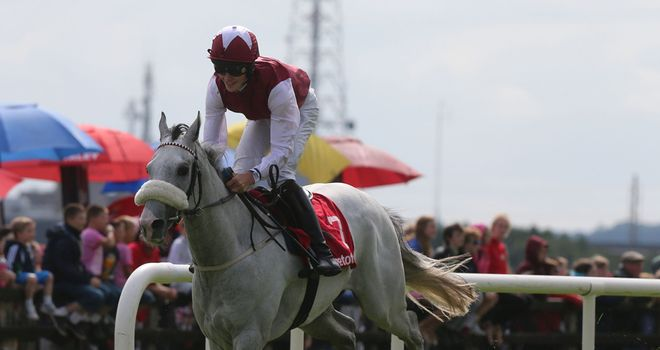 Whitey O' Gwaun, ridden by Finian Maguire, wins in good style