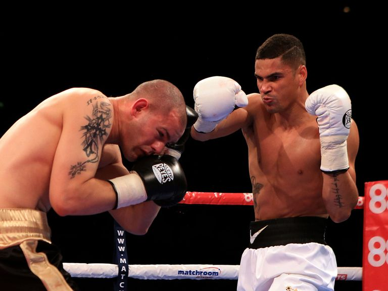 Ogogo lands a right hand to the head of Wayne Reed