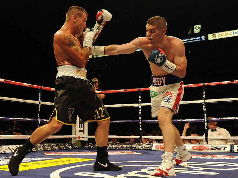 Liam Smith (r) lands a right hand on Jason Welborn
