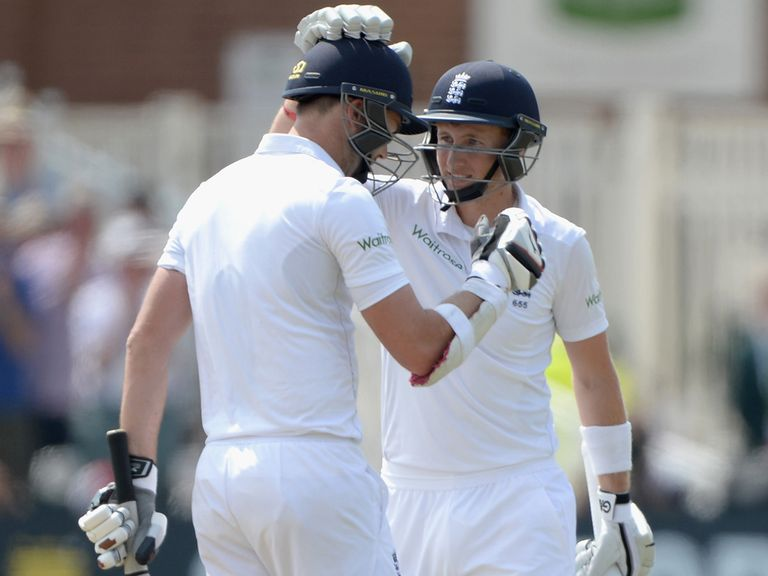 Anderson (l) and Root put on a record 198 for the 10th wicket