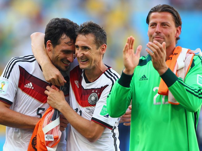 Germany players defended resolutely to maintain their lead against France