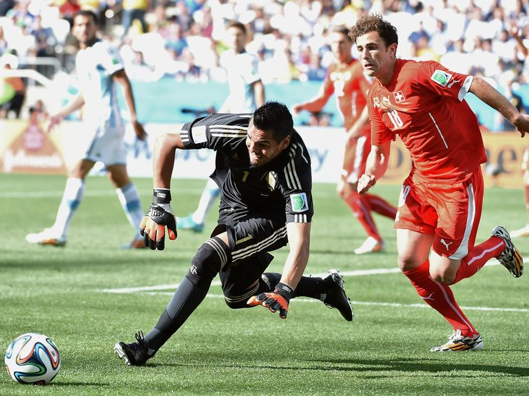 Argentina goalkeeper Sergio Romero gets to the ball ahead of Switzerland's Admir Mehmedi