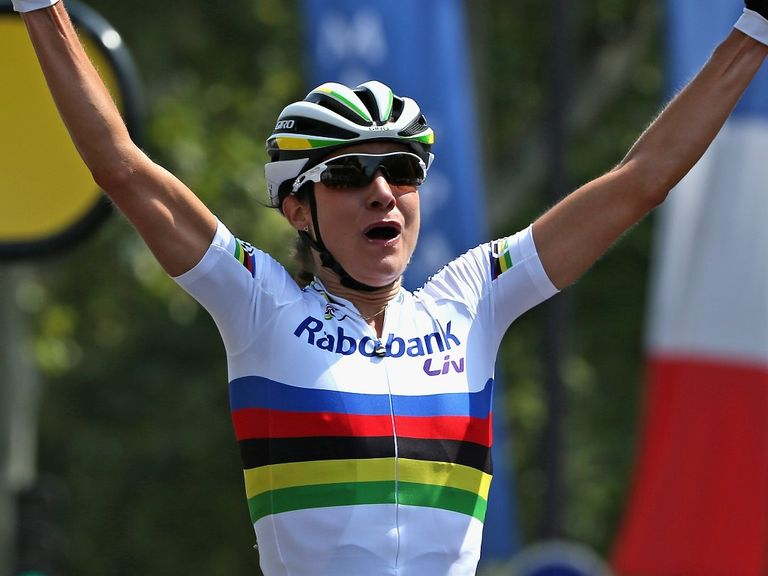 Marianne Vos defeated Kirsten Wild in a sprint finish