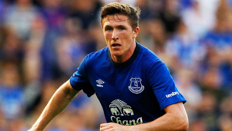 Everton midfielder John Lundstram has joined Blackpool on a season-long loan.