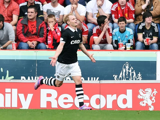 Dundee United's Gary Mackay-Steven gives his side a 2-0 lead