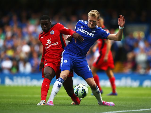 Jeffrey Schlupp (l) battles with Andre Schurrle