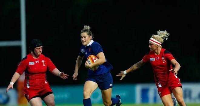 Caroline Ladagnous (c) breaks through the Wales defence