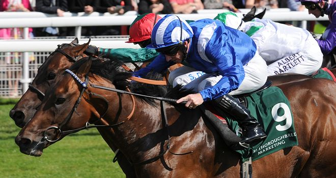 Muhaarar and Paul Hanagan win a thrilling Gimcrack by the narrowest of margins.