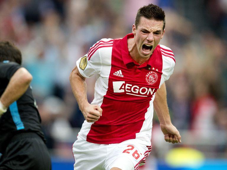 Nick Viergever celebrates after scoring