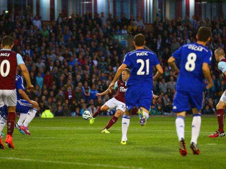 Scott Arfield fires home for Burnley against Chelsea