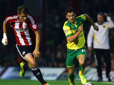 Wes Hoolahan of Norwich launches an attack