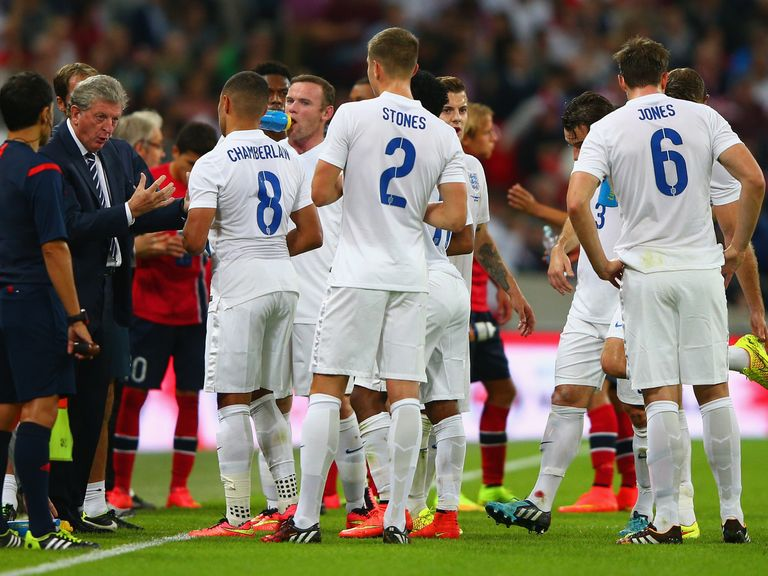 Roy Hodgson talks to his England players during the clash with Norway