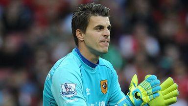 Eldin Jakupovic: Hull keeper receives backing of Stephen Quinn