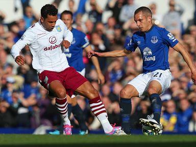 Kieran Richardson and Leon Osman battle for the ball
