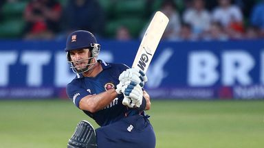 Ryan ten Doeschate: Extended stay at Essex