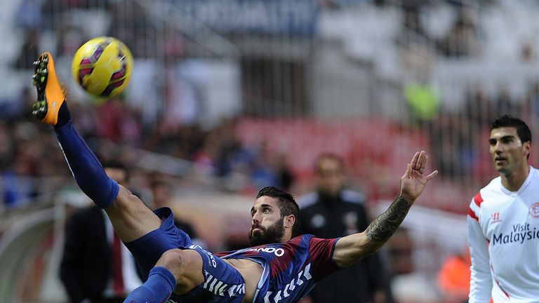 Federico Piovaccari in action for Eibar