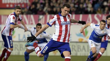 Mario Mandzukic scores from the penalty spot