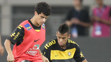 Coutinho (l) and Neymar in training for Brazil