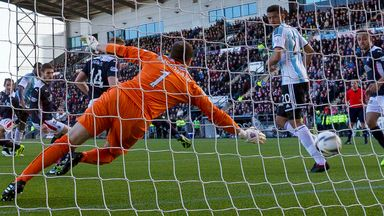 Genero Zeefuik makes it 2-0 to Hearts at Falkirk