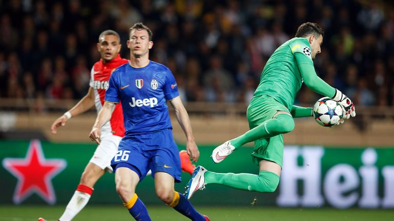 Danijel Subasic grabs the ball ahead of Juventus defender Stephan Lichtsteiner
