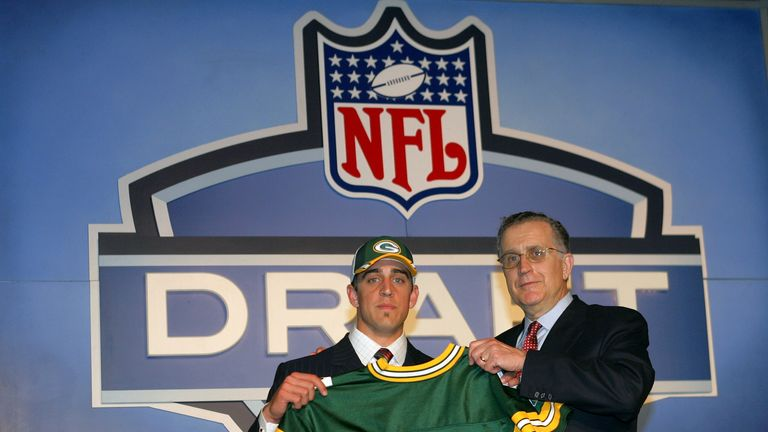 NEW YORK - APRIL 23:  Quarterback Aaron Rodgers (California) poses with NFL Commissioner Paul Tagliabue after Rodgers was drafted 24th overall by the Green