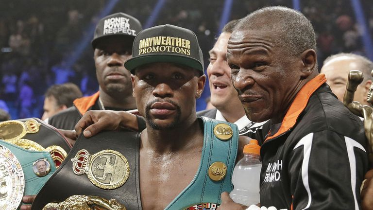 Floyd Mayweather Jr., left, poses with his father