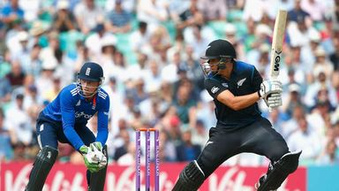 Ross Taylor goes on the offensive against England in the second ODI