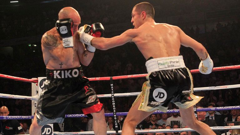 Quigg stopped Martinez in two rounds