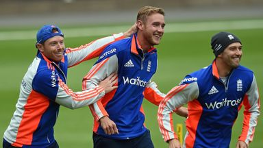 England's Ian Bell and Mark Wood congratulate Stuart Broad