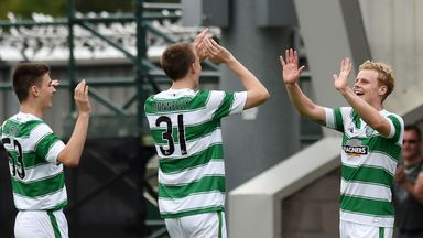 Celtic and Gary Mackay-Steven (R) celebrate