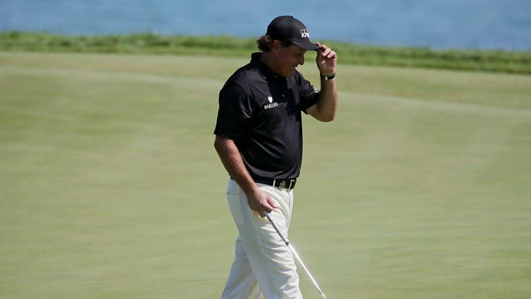 Mickelson has recently changed coach