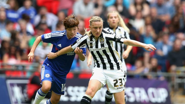 Bassett fends off Chelsea's Ji So-Yun in 2015 Women's FA Cup Final at Wembley