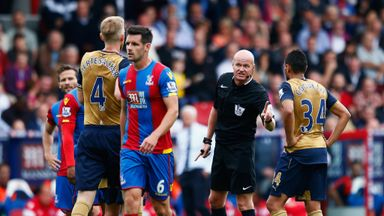 Lee Mason speaks to Francis Coquelin at Selhurst Park