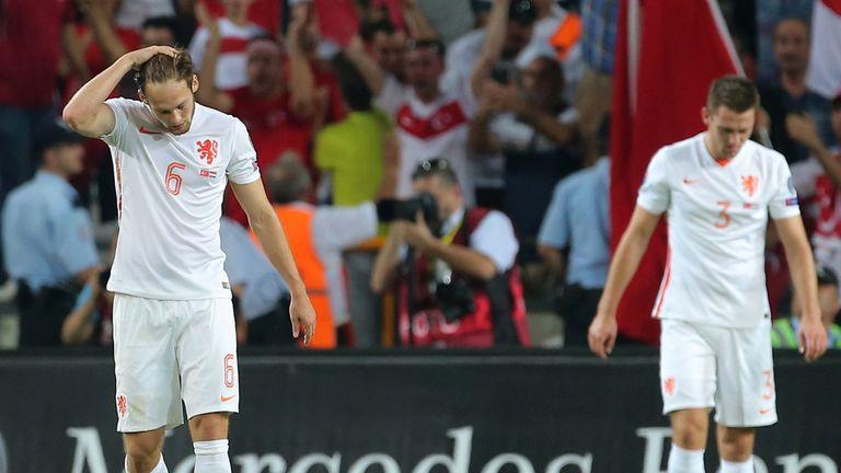 Robin van Persie upset after Dutch thrashed by Turkey ...