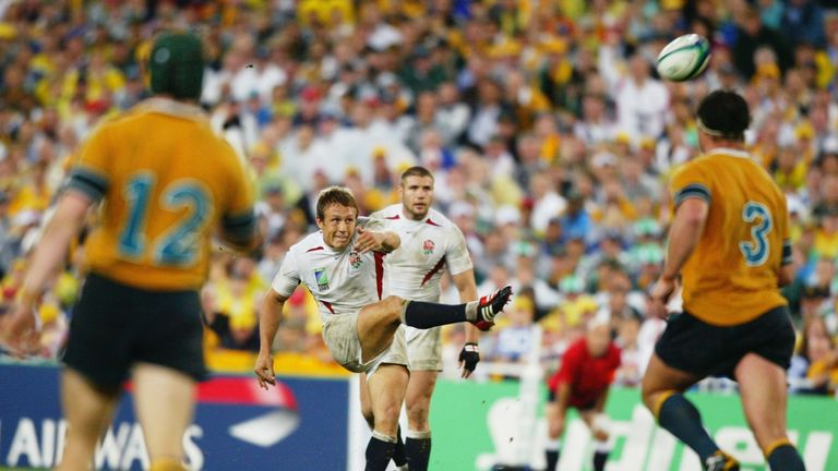 Jonny Wilkinson kicks the winning drop goal against Australia